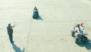 Meşhur havuzda artık mini arabalar yarışıyor