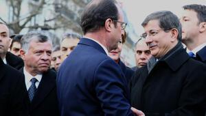 Paristeki yürüyüşe Türkiye de dahil bazı ülkelerin katılımına tepki