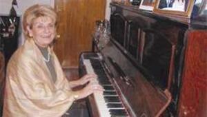 Anne Türk, oğul Yunan Dışişleri'nde