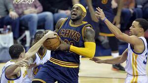 Cavaliersı LeBron James taşıdı