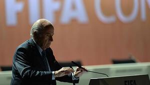AP, Blatter'den görevi bırakmasını istedi