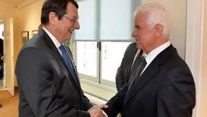 Kıbrıs müzakereleri anlaşmazlıkla başladı