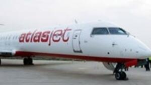 Atlasjet uçağı elektrik direğine çarptı