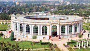 Şair, filozof ve bilginlerin isimleri Duşanbe'nin binalarında yaşıyor