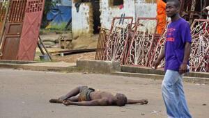 Ebola virüsünden ölenlerin cesedi sokağa atılıyor