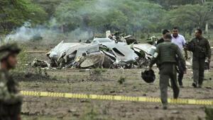 Kolombiyada askeri uçak düştü: 11 ölü