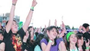 Gençler dünya için rock diyecek