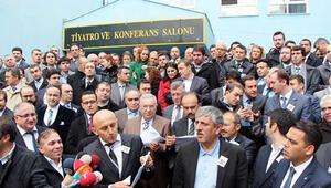 Dershanecilerden tebeşirli protesto