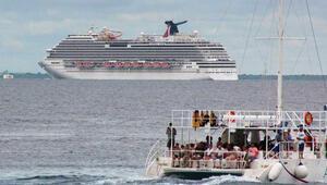 Ebola korkusuyla gemiyi limana sokmadılar