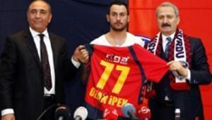 Ozan İpek imzaladı