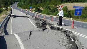 Turistik ilçenin çöken yolu 2 aydır onarılamadı