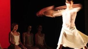 Aşkın ve nefretin dansı: Dikkat Kırılabilir