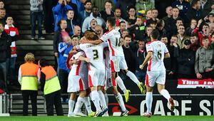 MK Dons, Manchester Unitedı dörtledi