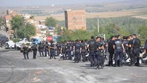 5 gündür kapalı yol, 400 polis ve iş makineleriyle açıldı