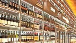 Atatürk Havalimanı geliş katına 15 bin şişelik içki duvarı ördüler