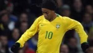 Ronaldinho geri döndü