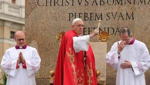 Papa, Palmiye Pazarı ayinini yönetti