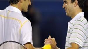 Federer rakibi karşısında zorlandı