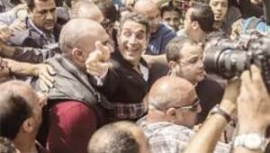 Mısır demokrasisi kefaletle serbest