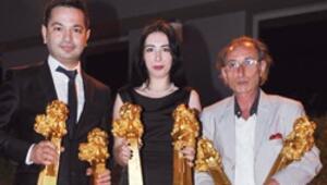 Hürriyete altı ödül