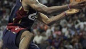 NBAde Lebron James şov yaptı