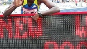 Rudisha, 800 metre rekorunu tarihe gömdü