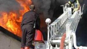 Uşakta fabrika yangını kontrol altında