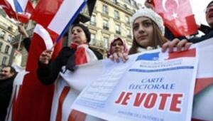 Fransa Senatosu önünde protesto