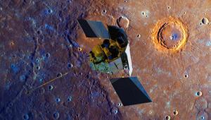 Uzay aracı Messenger Merküre çakıldı