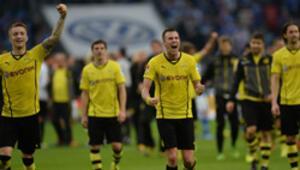 Ruhr derbisinde gülen Dortmund