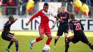Ajax, puan kaybına rağmen liderliğini sürdürdü