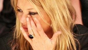 Dünyanın en seksi kadınının gözyaşları dinmedi