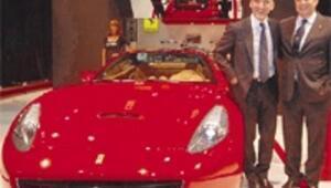 Krize rağmen 350 bin Euro'luk Ferrari için 10 Türk sıraya girdi