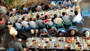 Mardinde Michael Jackson için iftar yemeği