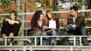 Üniversiteler dereceye giren öğrenciler için yarışıyor