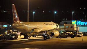 İki uçak Atatürk Havalimanına acil iniş yaptı