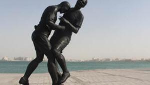 Zidan heykeli Katarda tartışma yarattı