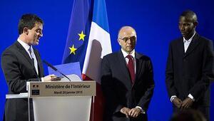 Pariste 15 kişiyi kurtaran genç Fransız vatandaşı oldu