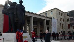 TBMM Başkanı Çiçek, Meclis Anıtına çelenk koydu