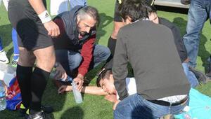 Futbolcunun hayatını yardımcı hakem kurtardı