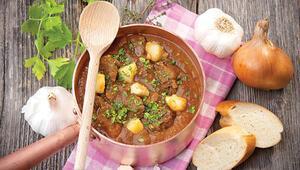 Dünya mutfaklarının ortak lezzeti o: Yahni