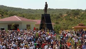 Şehit yakınları: O heykel yıkılsın