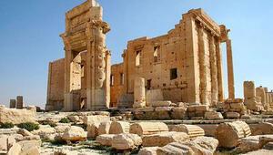 IŞİD bin 600 yıllık manastırı buldozerlerle yıktı