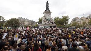 Pariste binlerce kişi mültecilere destek için toplandı