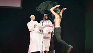 FEMENden konferans baskını