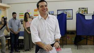 Yunanistanda halk sandık başında... Çipras oyunu attı ve ilk mesajını verdi