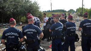 Macaristandan sığınmacılara gözaltı