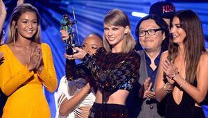 2015 MTV Video Müzik Ödüllerinin kazananı Taylor Swift