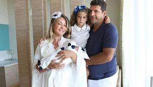 Ali Uğur Akbaş ve Yeliz Yeşilmenden aile pozu