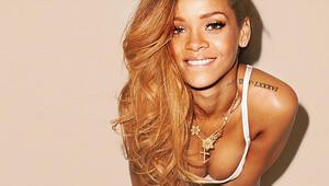 Rihanna yeniden Victorias Secret Melekleri'yle